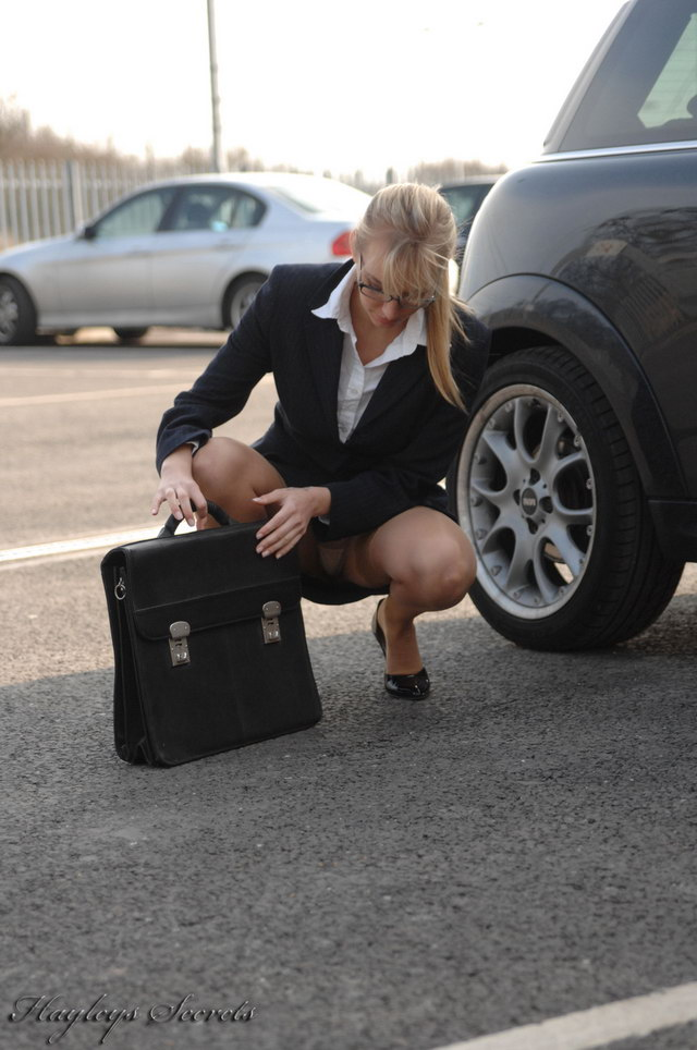 Yeah! Business woman upskirt demais