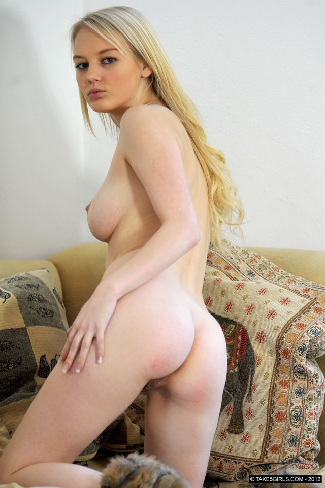 Young indian girl naked having sex